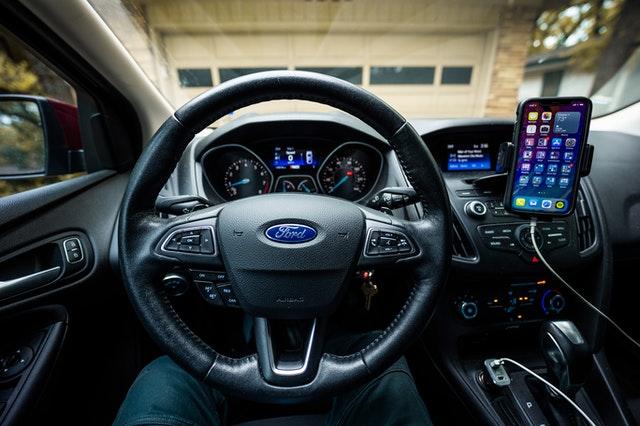 General Motors demanda a Ford en nombre de un automóvil autónomo